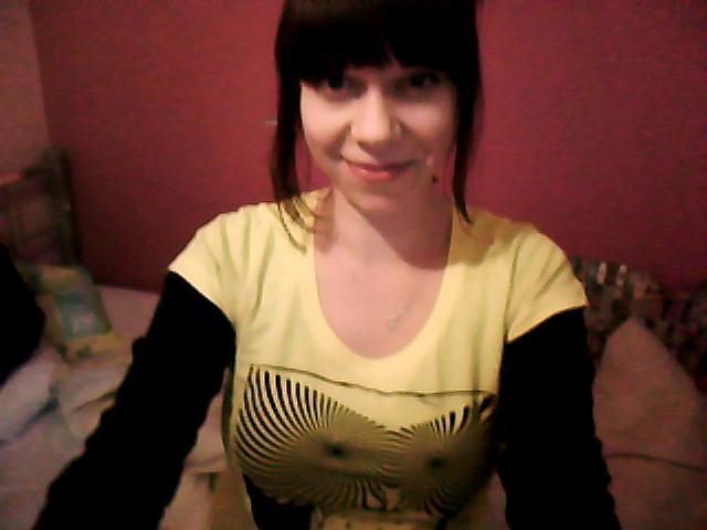 Girl takes blouse off on webcam, nudeauntyin